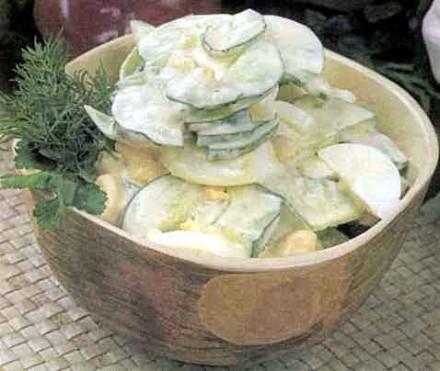 Салат яичный с огурцами