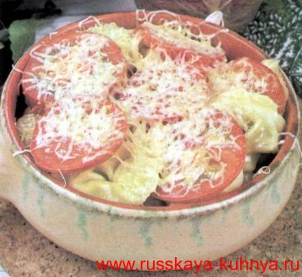Пельмени, запеченные с помидорами и сыром