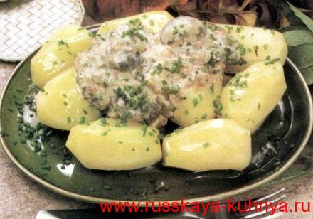 Картошка молодая с грибной подливкой