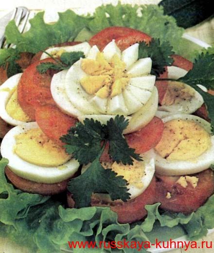 Салат-ассорти из помидоров и яиц